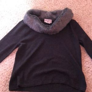 Sweaters - Gray 3/4 sleeve shirt with fur